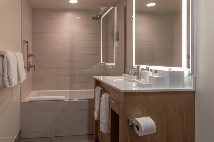 Studio Bath Unit 200