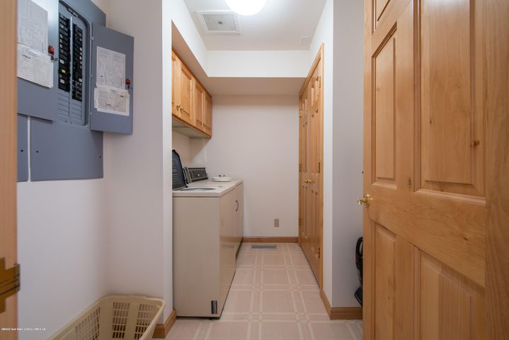 Laundry/storage