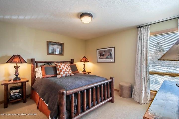 10 Queen Bedroom
