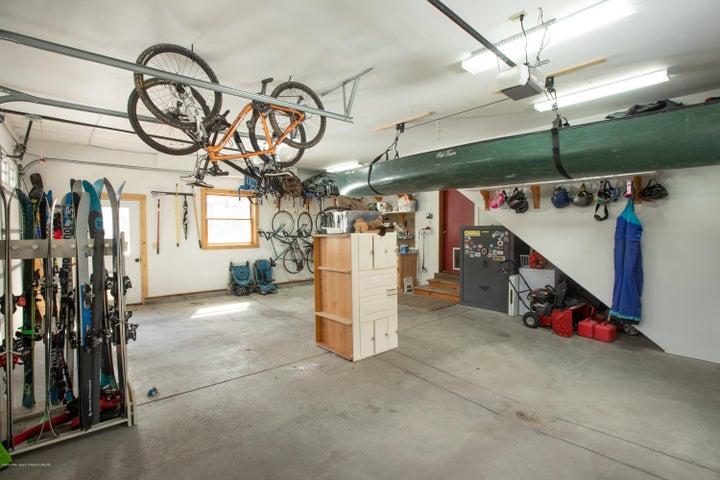 26. Garage