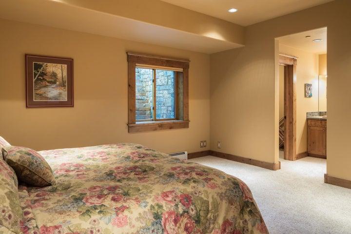 27. Guest room 5