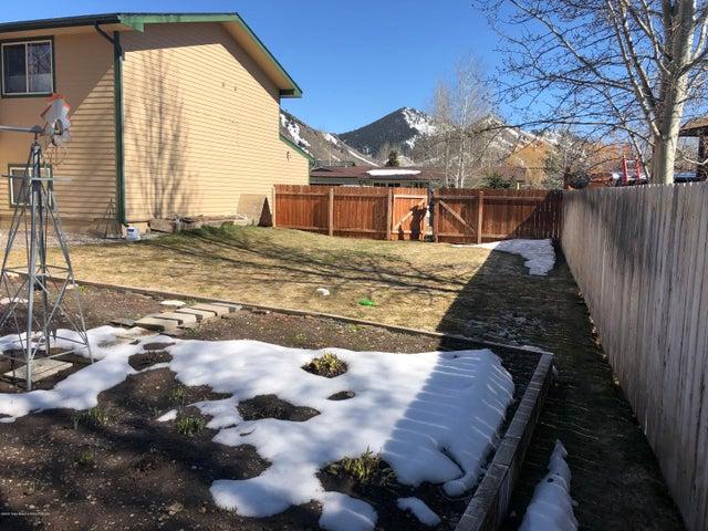 Large sideyard