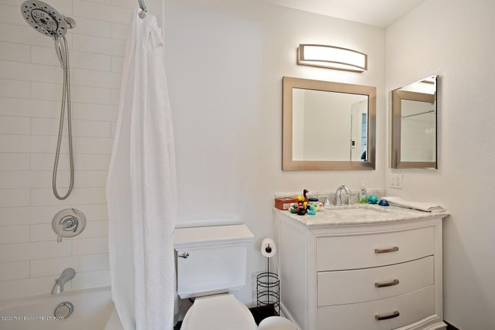 Renovated master bathroom w jetted tub