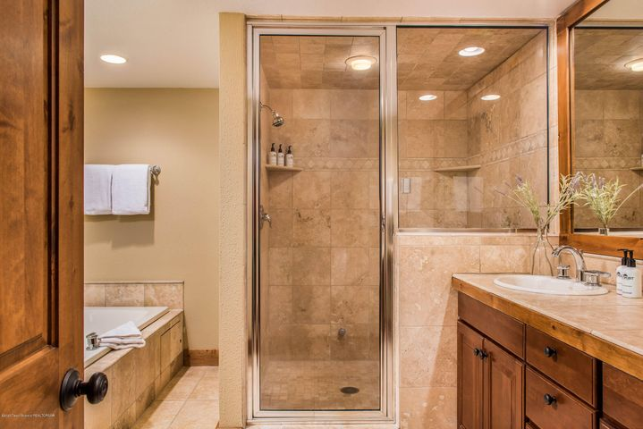 Dual Master Suite 2 Bathroom