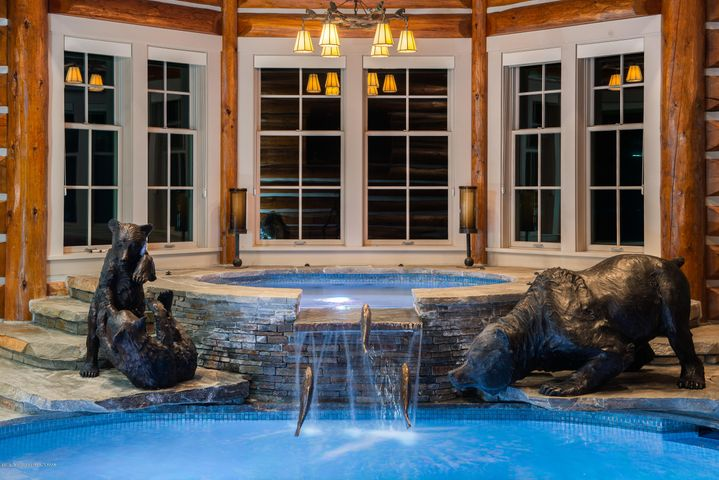 Jacuzzi in Pool House