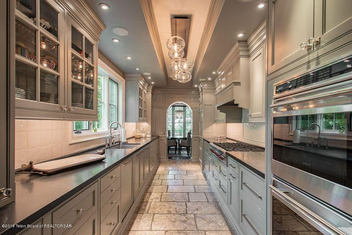 High-End Kitchen to Dining