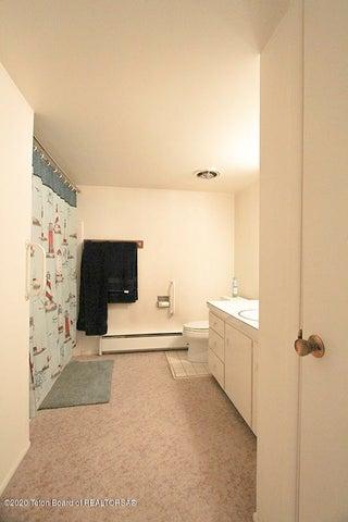735 SK Middle Floor Bath 1 100 dpi