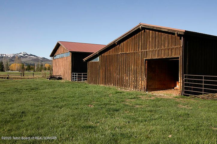 Big Trails Exterior Barns 11 100 dpi