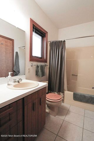 670 Sagebrush Bath 1 100 dpi