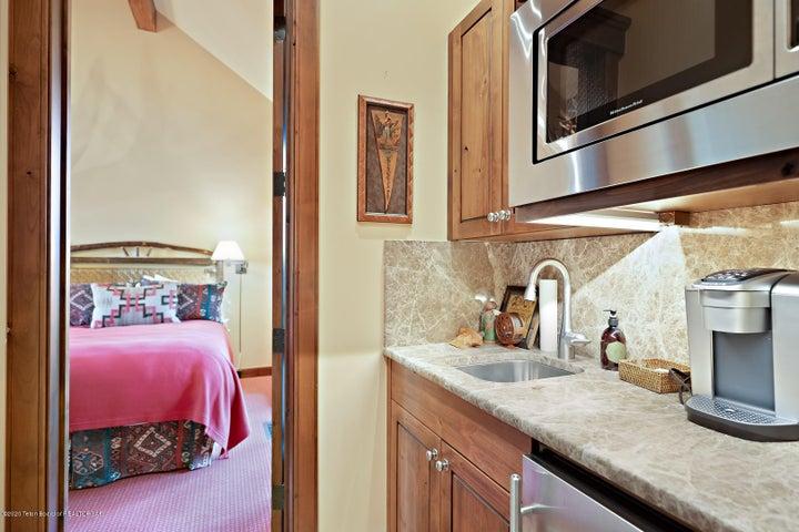 555 E Cloudveil Guest House LoRes-8