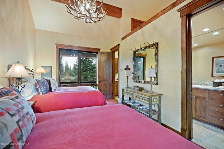 555 E Cloudveil Guest House LoRes-10
