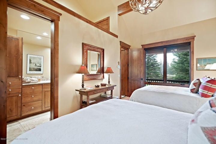 555 E Cloudveil Guest House LoRes-13