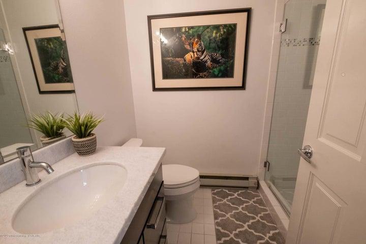 Bonus Downstairs Suite En Suite Bath