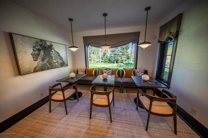 11 - Breakfast Room