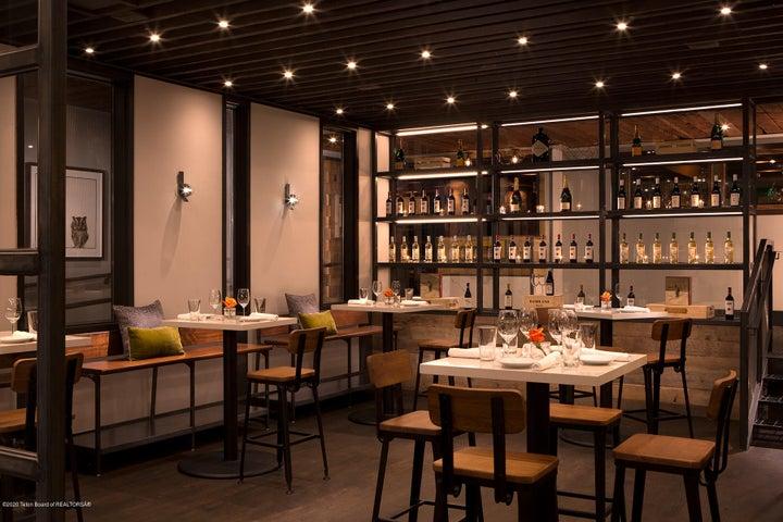 8 Bar Enoteca Dining