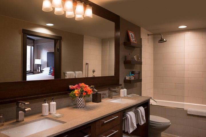 11 Hotel Terra Suite Bathroom