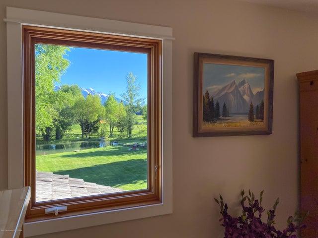 interior views (1 of 1)