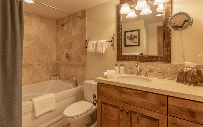 Bath with Jetted Tub