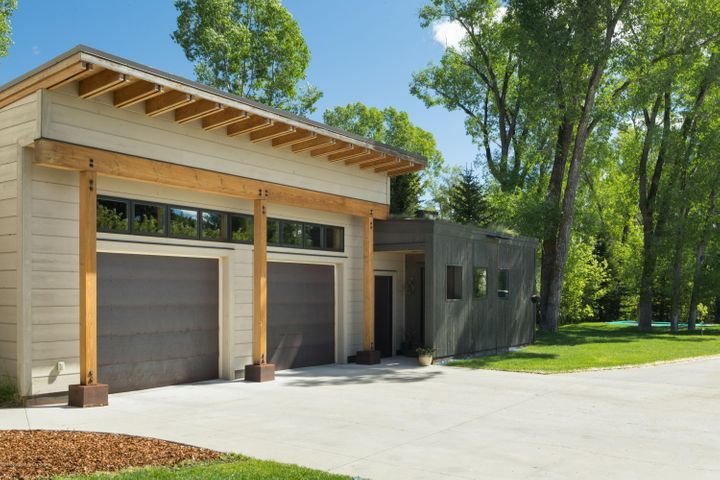 Exterior garage and guest