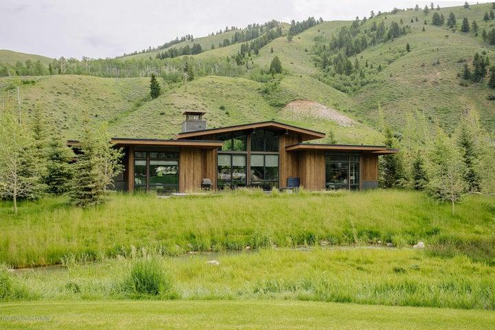 Fairway Lodge, Exterior