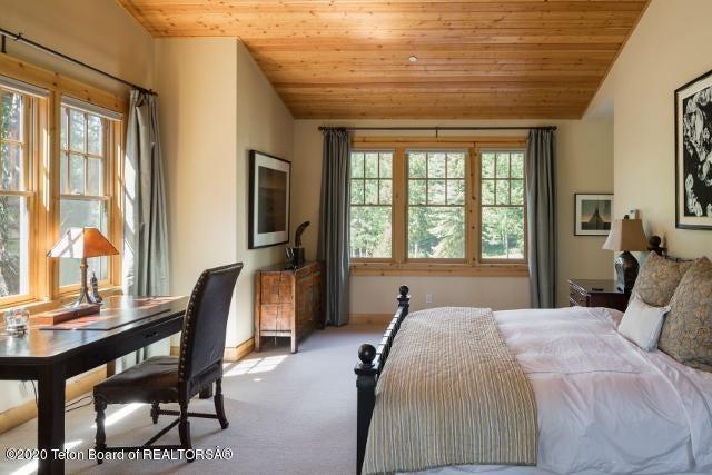 8 b. Master Bedroom