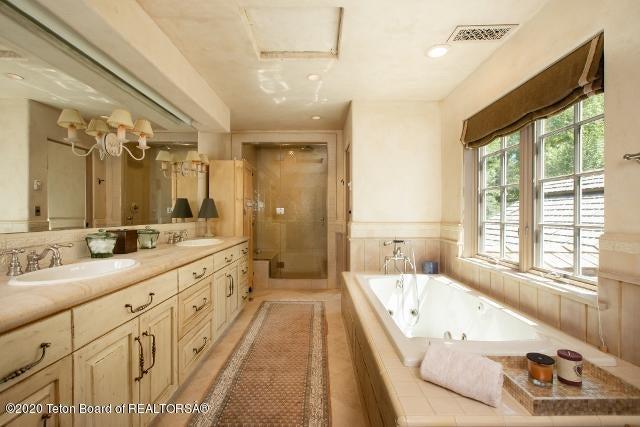 17. Guest Bathroom #1