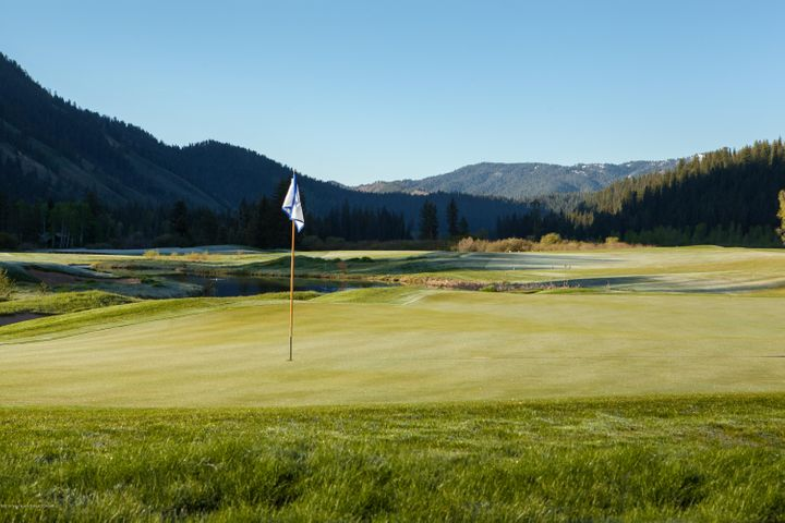 12. Hole 16 at Snake River Sporting Club