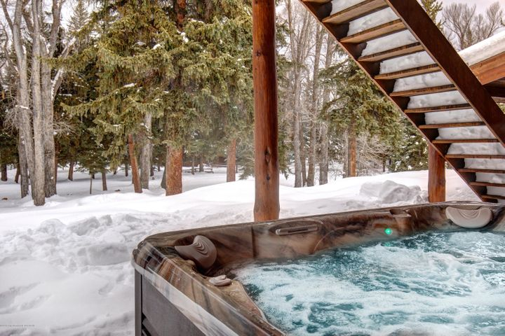 Hot tub view into very own forest