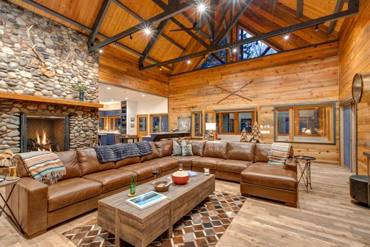 Spacious Living Area for Entertaining