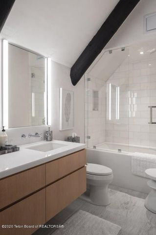 West Wing Upper Guest Suite Bathroom