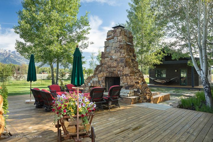 Outdoor Deck & Firepit