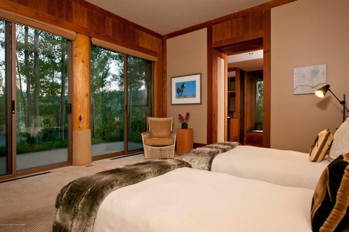 11 Guest Bedroom Suite
