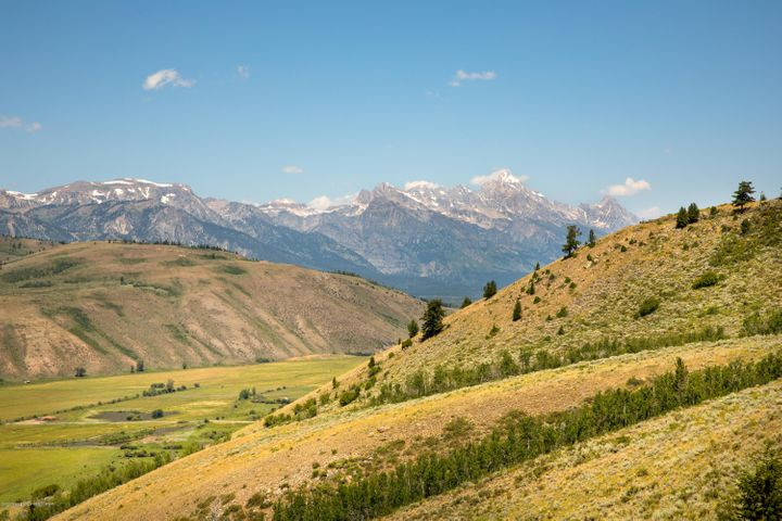 19 Teton Views to NW