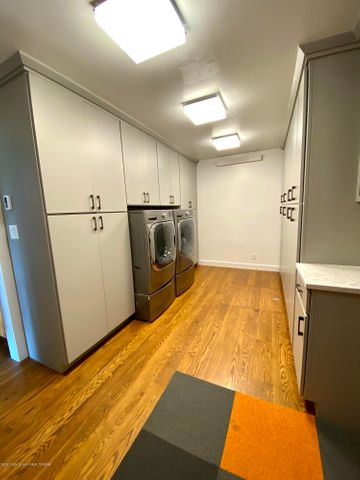 Laundry:pantry:storage