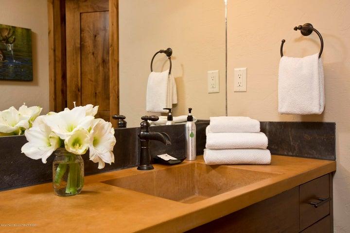 Blue Moose Lodge Bathroom 3