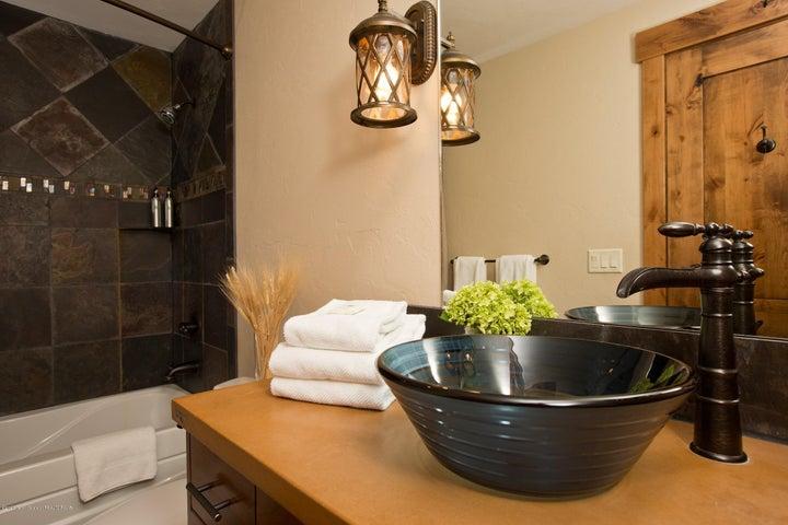 Blue Moose Lodge En-Suite Bathroom 2