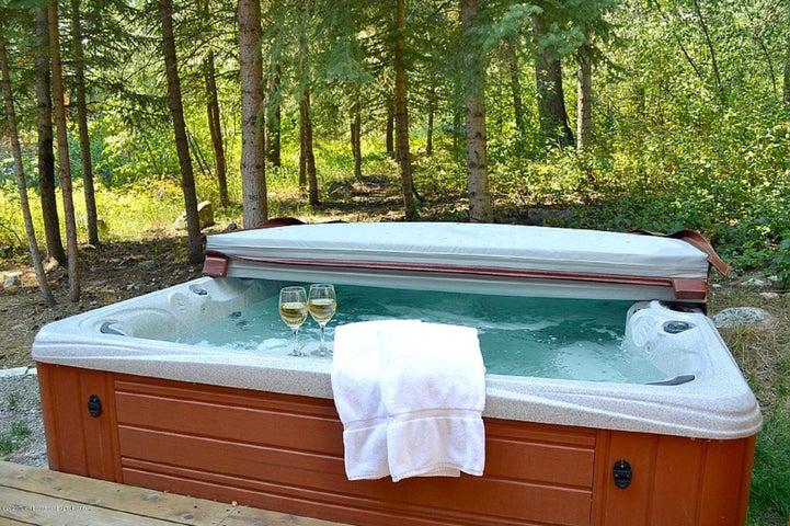 Blue Moose Lodge Hot Tub