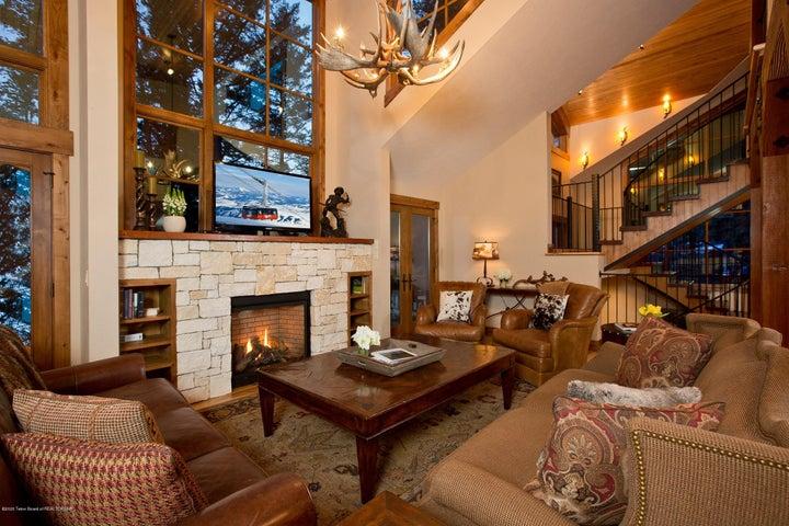 Blue Moose Lodge Living Room 2 (1)
