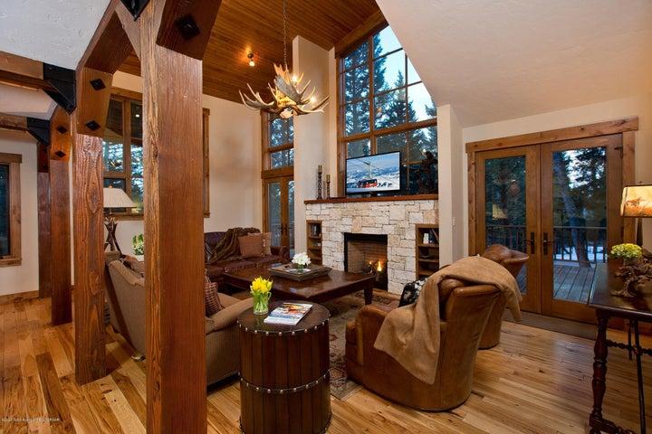 Blue Moose Lodge Living Room