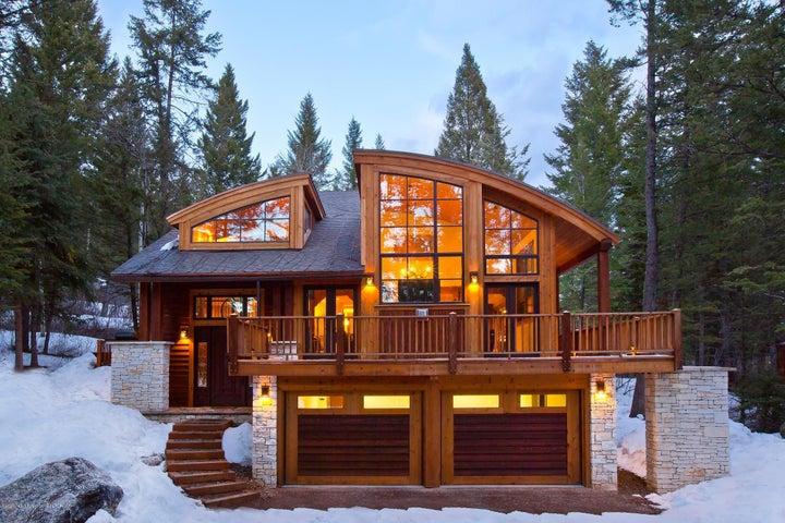 Blue Moose Lodge Winter Exterior