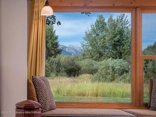 Bontecou- master bedroom Teton view