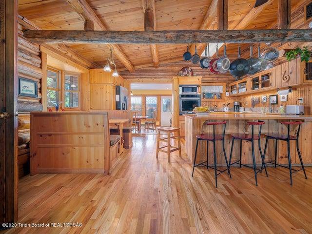 Bontecou- kitchen, breakfast bar, table