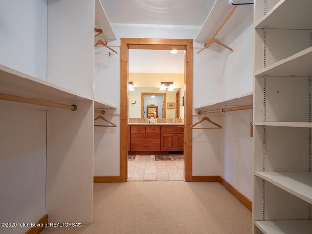 Bontecou- master bedroom walk in closet