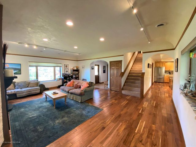 2 Living Room 2