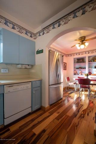 Kitchen Vert