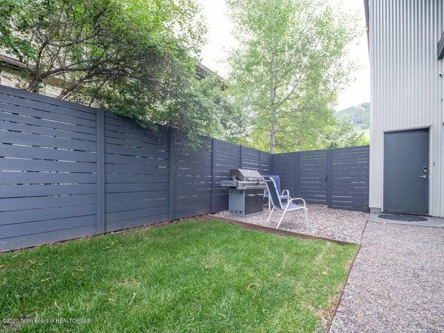 Garden apartment outdoor space