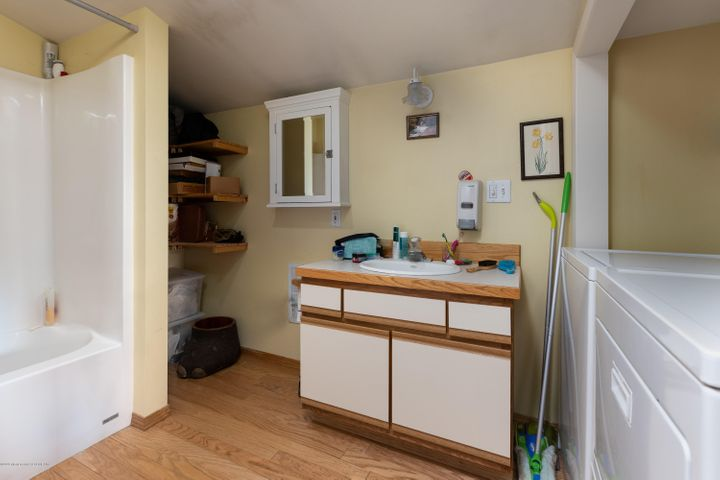 Guest house full bath with washer/dryer