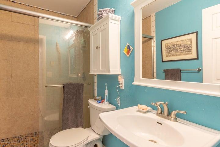 2186 Master Bathroom