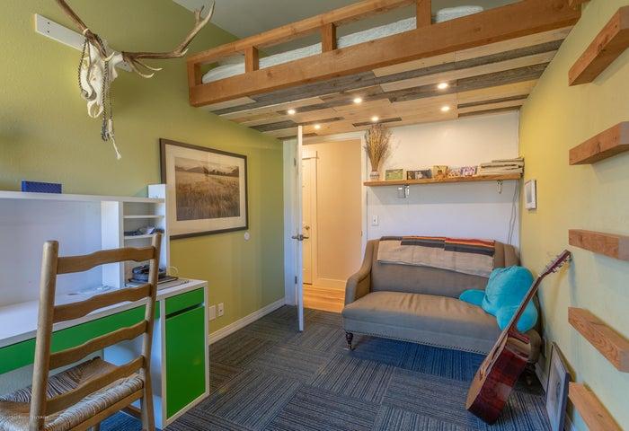 2186 Guest Bedroom