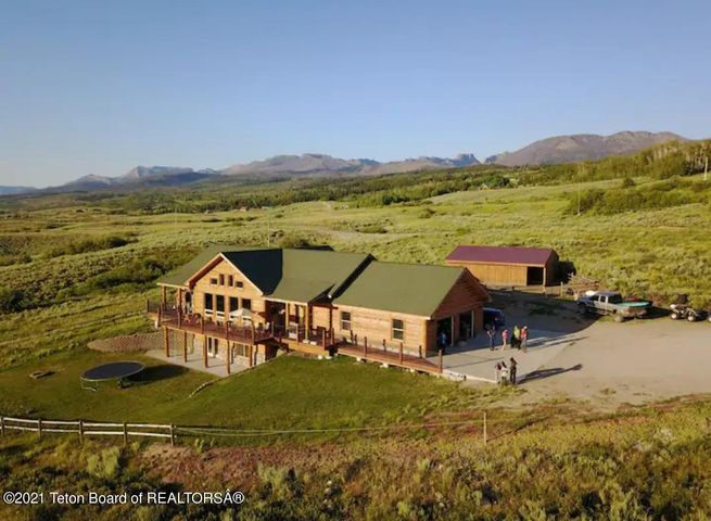 5 SQUARE TOP LN, Cora, WY 82925